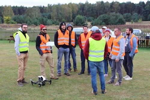 Egzamin państwowy na operatora drona UAVO VLOS w Ośrodku szkolenia pilotów dronów IRONSKY.pl