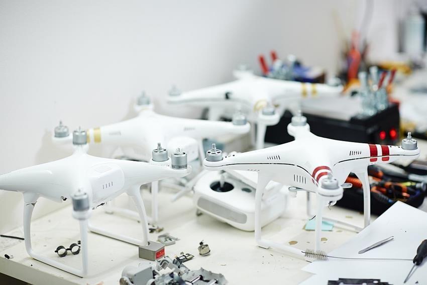 Drony gotowe do oblotu po serwisie w ironsky.pl DJI Phantom 3 oraz DJI Phantom 4 po wymianie ramion