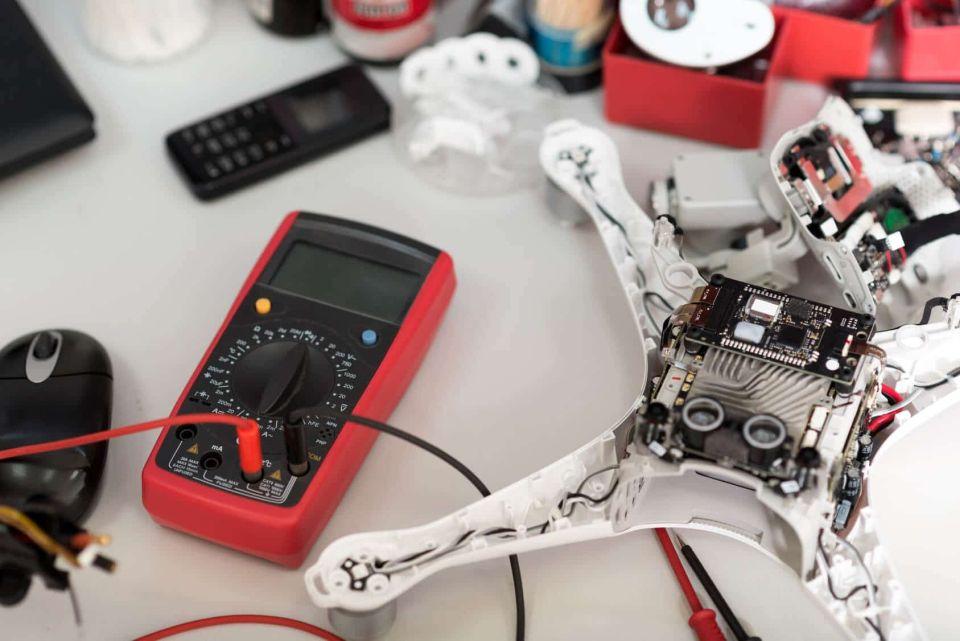 Serwis drona dji phantom dji mavic mini wymiana silnika i obudowy złamane ramię DJI