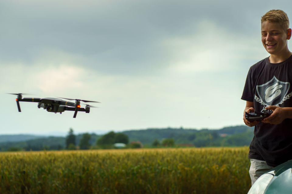 Loty rekreacyjne dronami