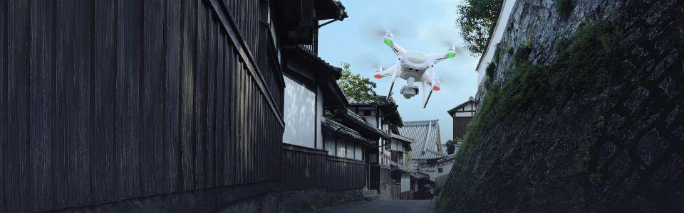 dron dji phantom w locie