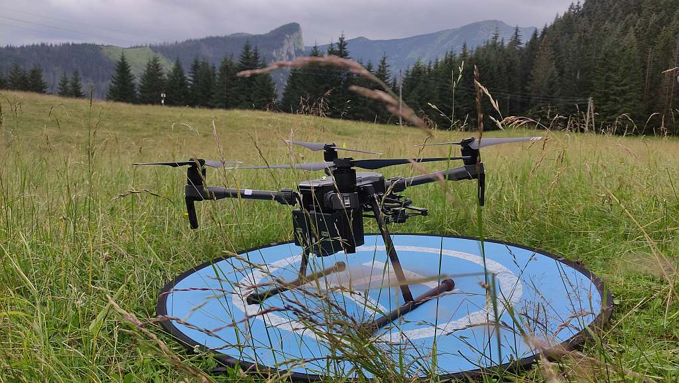 dron szkoleniowy ironsky dji matrice 210 na szkoleniu TOPR TPN drony