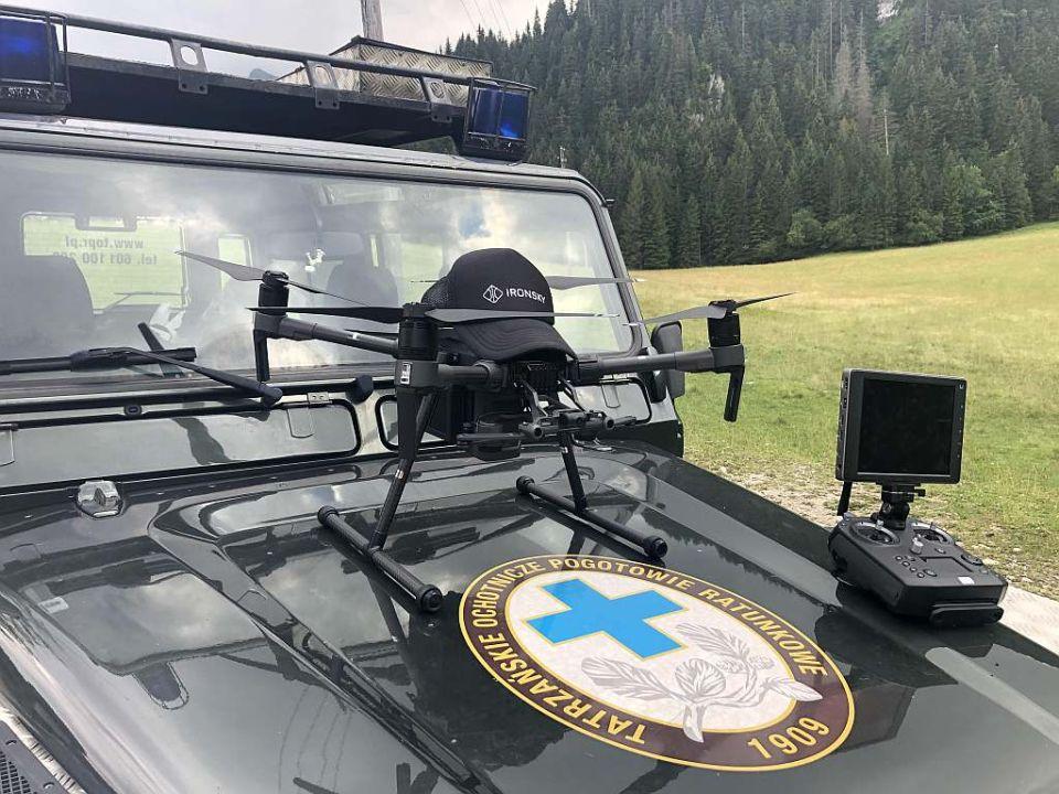dron-szkoleniowy-ironsky-dji-matrice-210-na-szkoleniu-TOPR